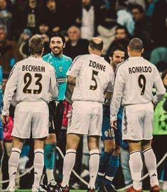 Beckham, Zidane e Ronaldo (Real Madrid) x Buffon e Del Piero (Juventus). Best Football Players, Football Is Life, Football Boys, Soccer Players, Real Madrid Football, Ronaldo Real Madrid, Real Madrid Club, Real Madrid Players, David Beckham Soccer