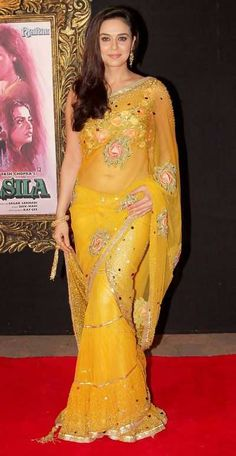 Top 41 Bollywood Actresses Who Look Beautiful In Saree Bollywood Stars, Mode Bollywood, Bollywood Fashion, Bollywood Party, Bollywood Gossip, Indian Celebrities, Bollywood Celebrities, Bollywood Actress, Sari Design