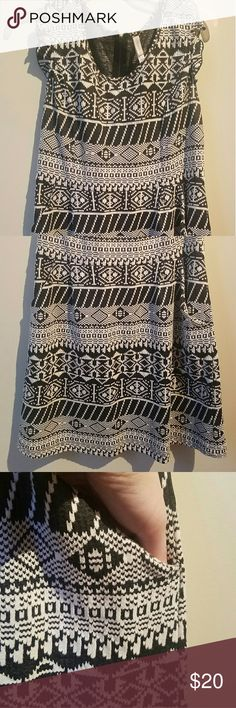Aztec dress with pockets! Stretchy dress. With black zipper and pockets. Great print. Dresses