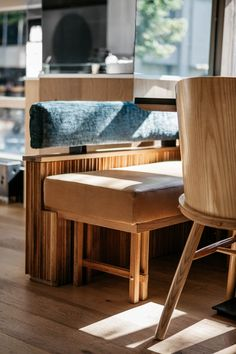 Image 39 of 50 from gallery of RYÙ / Ménard Dworkind architecture & design. Photograph by David Dworkind Pallet Seating, Booth Seating, Coin Palette, Banquette Seating Restaurant, Architecture Design, Stools For Kitchen Island, Bar Design, Luxury Home Decor, Restaurant Design
