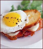 Grilled Ham and Cheese Sandwiches with Fried Eggs.I loooooove breakfast! Egg Recipes, Brunch Recipes, Wine Recipes, Breakfast Recipes, Salad Recipes, Savoury Recipes, Sandwich Recipes, Wine With Ham, Chutney Sandwich