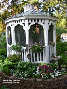 Coffee in the gazebo (Garden of Len & Barb Rosen) http://ourfairfieldhomeandgarden.com