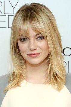 Mittellange Haare können auch ohne aufwendiges Styling toll aussehen, wie hier Schauspielerin Emma Stone beweist.Du magst ihren Style? Dann schau dir hier
