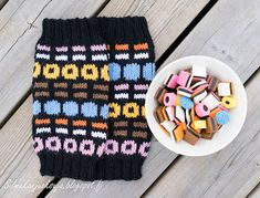 Silmukanjuoksuja: Lakusäärystimet Crochet Chart, Diy Crochet, Hand Warmers, Mittens, Knitted Hats, Knitting Patterns, Winter Hats, Cross Stitch, Diy Crafts
