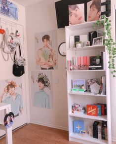 I need some spoopy ideas Im suffering with the lack of creativity I have to add more death in this bright ass. Army Room Decor, Cute Room Decor, Room Ideas Bedroom, Bedroom Decor, Army Bedroom, Aesthetic Room Decor, Room Tour, Dream Rooms, My New Room