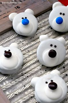 Polar bear cookies recipe for Christmas - ***** Makes 12 & uses cookies like Oreo's or Hydrox.