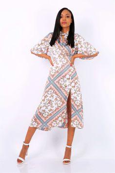 Dlhé vzorované biele šaty s rozparkom - ROUZIT.SK