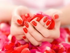 Taylor loves red nails!