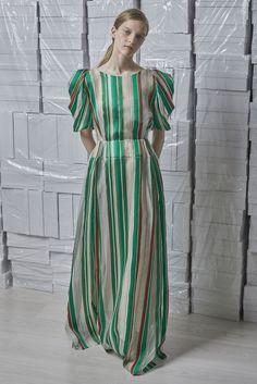 Vika Gazinskaya Spring 2018 Ready-to-Wear Fashion Show Collection: See the complete Vika Gazinskaya Spring 2018 Ready-to-Wear collection. Look 38 Style Haute Couture, Couture Fashion, Hijab Fashion, Runway Fashion, Fashion Models, Fashion Dresses, Stripes Fashion, Stripe Skirt, Striped Fabrics