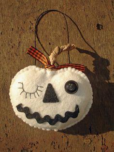 Folk Art, Felt Halloween Winking Lumina White Pumpkin Ornament, All Hand-Stitched Vintage Halloween, Fall Halloween, Halloween Crafts, Manualidades Halloween, Adornos Halloween, Autumn Crafts, Holiday Crafts, Felt Decorations, Halloween Decorations
