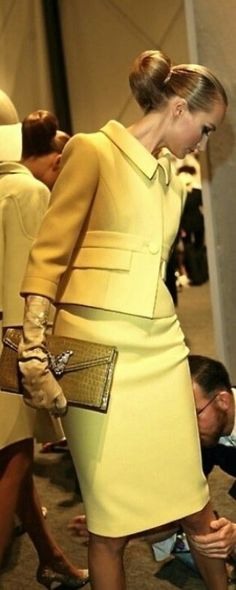 Valentino - chic lady in special yellow Business Mode, Business Attire, Business Formal, Mode Chic, Mode Style, Look Fashion, Womens Fashion, Fashion Trends, Fashion Drug