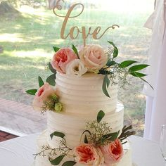 awesome vancouver wedding Yup. Still one of my favorite cakes of the season. Love was in the air! Chocolate cake under vanilla buttercream on this one. #weddings #pastrychef #cakes #love #celebrate #yvreats #nichestylists #flowers #brockhouse #marriage #chocolate #yum #sunshine #vancouverisawesome by @gusto_chocolates  #vancouverflorist #vancouverwedding #vancouverweddingcake #vancouverweddingvenue #vancouverwedding