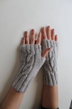 Coffee brown hand knit fingerless gloves is look admirable on both men and women! Fetching, daily and stylish, these brown fingerless Fingerless Gloves Knitted, Knit Mittens, Free Knitting, Knitting Patterns, Knitting Tutorials, Winter Accessories, Arm Warmers, Knit Crochet, Trends