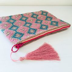 "Alex from Vienna auf Instagram: ""#crochet #crocheting #crochetlove #crochetaddict #crochetastherapy #craftastherapy #crochetgirlgang #instacrochet #ilovecrochet…"" Crochet Clutch, Crochet Bags, Girl Gang, Wallets For Women, Vienna, Etsy Store, Crocheting, Purses And Bags, Unicorn"