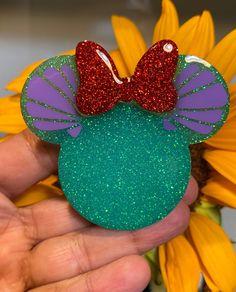 Diy Resin Art, Resin Crafts, Homeade Gifts, Cute Popsockets, Diy Pop Socket, Pop Sockets Iphone, Disney Phone Cases, Acrylic Keychains, Disney Pop