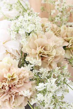 """Det er """"høytid"""" for blomster fotografering her for tiden....ikke vanskelig å se at jeg er BEGEISTRET :) Med blomster kjenner jeg meg krea..."""