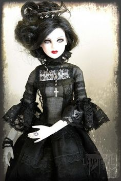 A goth barbie! Ooak Dolls, Blythe Dolls, Divas, Living Dead Dolls, Gothic Dolls, Creepy Dolls, Little Doll, Glamour, Barbie Friends