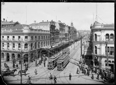 1913, when standing in something a horse left behind was more of a concern than somebody's discarded chewing gum. Looking south along Queen Street from the intersection with Customs Street. (Photo courtesy of 'Sir George Grey Special Collections, Auckland Libraries, 4-4435'.)