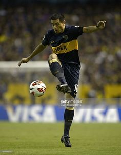 Argentina's Boca Juniors midfielder Juan Roman Riquelme controls the ball during their Copa Libertadores 2013 Group 1 football match against Uruguay's Nacional at 'La Bombonera' stadium in Buenos Aires, Argentina, on March 7, 2013. AFP PHOTO / Juan Mabromata