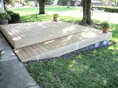 Finished ramp Porch With Ramp, Pallet Patio Decks, Handicap Ramps, Wheelchair Ramp, Porch Ideas, Fencing, Porches, Front Porch, Doggies