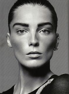 Sourcils #eyebrows --  Daria Werbowy