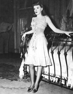 Judy Garland in Meet me in St Louis. 1940's movie set in the Edwardian era, early 1900s.