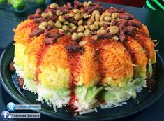 fresh veggies and fruit cake, chillied mangoes and crusted peanuts with a chamoy tamarind suce Mexican Snacks, Mexican Food Recipes, Vegetarian Recipes, Snack Recipes, Cooking Recipes, Healthy Recipes, Ethnic Recipes, Mexican Party, Mexican Dishes
