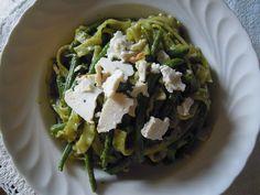 Mafaldine con pesto agrumato al basilico e ricotta di bufala infornata