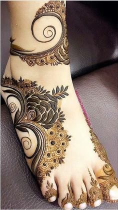 Simple Feet Mehndi Designs Ideas - The Handmade Crafts Leg Henna Designs, Modern Henna Designs, Khafif Mehndi Design, Mehndi Designs Feet, Floral Henna Designs, Latest Bridal Mehndi Designs, Mehndi Designs 2018, Mehndi Designs For Beginners, Mehndi Design Photos