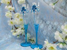 """Бокалы """"Тиона"""". Декор: цветы из пластики, стразы- цвет голубой,жемчужные детали- цвет белый. Бокал с цельной ножкой из цветного синего стекла. Авторский рисунок"""