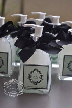 SABONETE LIQUIDO MODELO CLASSIC - ANIVERSARIO 15 ANOS Gifts for a special Occasion