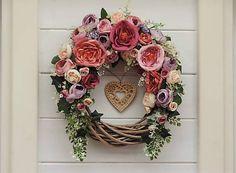 Clarah / Celoročný veniec na dvere Vence, Grapevine Wreath, Grape Vines, Floral Wreath, Wreaths, Home Decor, Flower Crowns, Door Wreaths, Room Decor