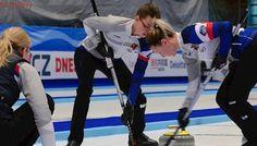 Curlerky udržely naději na olympiádu, ve hře jsou po výhře s Rusy i muži