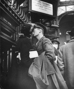 vintage everyday: True Romance: The Heartache of Wartime Farewells, 1943
