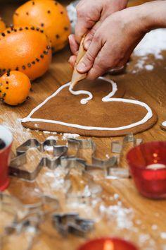 Lebkuchenherzen sind eine süße Möglichkeit, lieben Menschen zu sagen, wie gern ihr sie habt. Hier gibt's das Rezept zum Selbermachen.