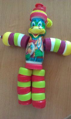 Plastic Bottle Caps, Plastic Bottle Flowers, Bottle Cap Art, Diy Bottle, Bottle Crafts, Diy Craft Projects, Diy Crafts For Kids, Diy Home Crafts, Tin Foil Art