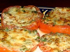 Mom s Broiled Parmesan Tomatoes from Food.com:   Melt in your mouth good.  No breadcrumbs. Side Recipes, Vegetable Recipes, Low Carb Recipes, Dinner Recipes, Cooking Recipes, Healthy Recipes, Yummy Recipes, Baked Parmesan Tomatoes, Vinaigrette