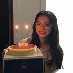 Happy Birthday Girls, Bday Girl, Uzzlang Girl, Surprise Birthday, Ulzzang Kids, Ulzzang Korean Girl, Ulzzang Couple, Ulzzang Girl Selca, Cute Birthday Pictures
