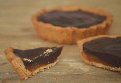 Tortinha de Chocolate com Caramelo  http://www.acucarando.com.br/tortinhas-tutti-chocolate-para-um-cafe-de-domingo/