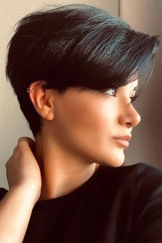 Easy Short Hairstyles for Women in 2021-2022 Short Hair Trends, Short Hair Styles Easy, Short Hair Cuts For Women, Short Hairstyles For Women, Bob Hairstyles, Black Hair S, Straight Black Hair, Grey Hair, Best Short Haircuts