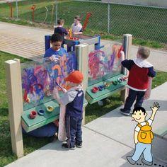 Utiliza el patio como parte del aula escolar. Convierte el exterior del colegio en la clase de plástica.