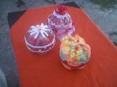 alajeros con material reciclado  botellas plasticas,cintas  puntillas,flores  lentejuelas reutilizacion de material,descartable