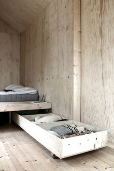 DIY Inspiration - Nice Storage Solution under the Bed
