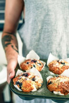 Blueberry Breakfast Muffins-From The Kitchen. I LOVE blueberry muffins, especially with the addition of white chocolate chips/chunks. Breakfast Desayunos, Blueberry Breakfast, I Love Food, Good Food, Yummy Food, Brunch Recipes, Dessert Recipes, Scones, Blue Berry Muffins