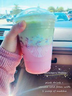 Starbucks Strawberry, Starbucks Hacks, Healthy Starbucks Drinks, Starbucks Secret Menu Drinks, Coffee Drink Recipes, Coffee Drinks, Smoothies, How To Order Starbucks, Pink Drinks