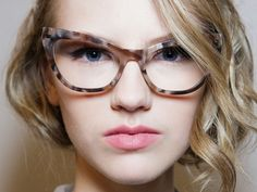 Moda: occhiali da vista must primavera/estate 2016 - http://www.wdonna.it/occhiali-da-vista-2016/71397?utm_source=PN&utm_medium=Gossip&utm_campaign=71397