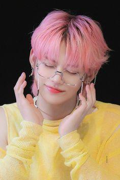 Mode Pop, Kpop Aesthetic, Pink Hair, South Korean Boy Band, K Idols, Cute Boys, Boy Bands, Rapper, Celebs