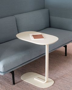 An elegant side table with two planes, connected through a graphic leg for a modern expression. Pull the Relate Side Table up to a sofa to use as a hot desk or place it in any space to hold various objects. Scandinavian Living, Scandinavian Design, Office Space Decor, Modern Side Table, Minimal Decor, Table Dimensions, Office Interiors, Sofa Design, Interior Design Inspiration