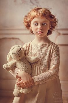 Photo art by Russian photographer Karina Kiel - Photo art by Russian photographer Karina Kiel You are in the right place about little kids Here we - Roman Hairstyles, Modern Hairstyles, Children Photography, Portrait Photography, Les Enfants Sages, Kid Poses, Jolie Photo, Creative Portraits, Beautiful Children