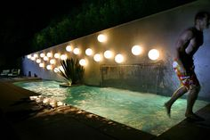 Pool against the wall. Jimmy Wilson emerges from his pool, created by landscape designer Anthony Exter, who drew on his interest in the circular motifs of French painter. Modern Landscape Design, Landscape Plans, Modern Landscaping, Pool Landscaping, Landscape Architecture, California Pools, California Backyard, Southern California, Moderne Pools